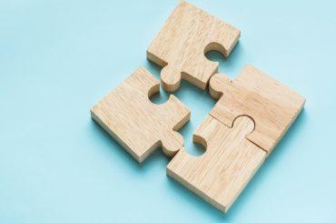 jigsaw-teamwork-concept-macro-shot (1)